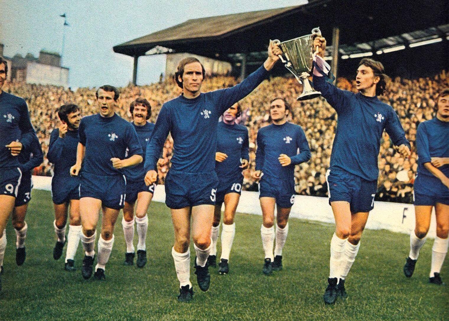 Il Chelsea con la Coppa delle Coppe vinta nella finale contro il Real Madrid nel 1971